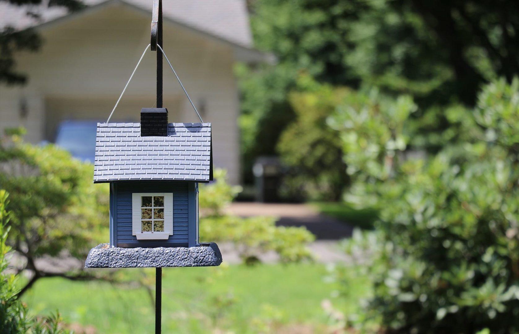 birdhouse-2216747_1920
